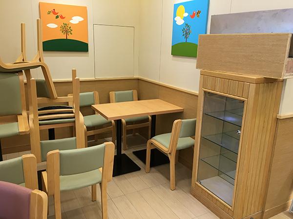 德克士餐厅小清新颜色的桌椅家具