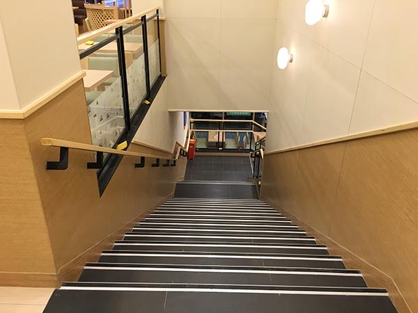 德克士餐厅楼梯装修效果图